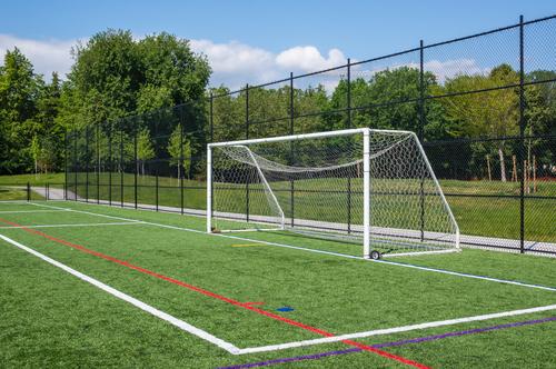 Ворота на футбольном газоне